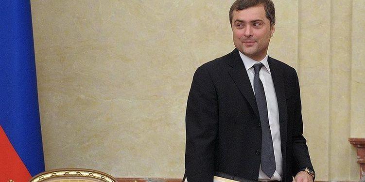 """Глава МВД Украины назвал """"лающей на слона шавкой"""" экс-помощника президента России Суркова"""