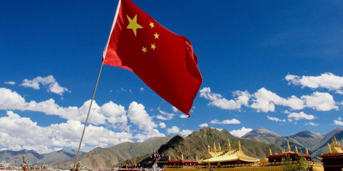 Власти Китая разрешили семьям иметь троих детей