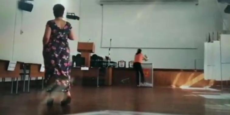 В Новороссийске на одном из участков для голосования неизвестные осуществили видеопровокацию