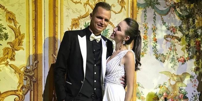 Тарасов и Костенко внезапно опубликовали фото и видео со свадьбы