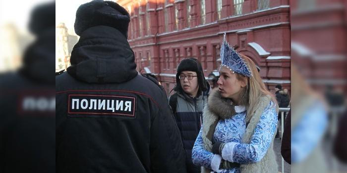 Журналист МК опытным путем выяснила, что на Красной площади запретили ходить в кокошнике