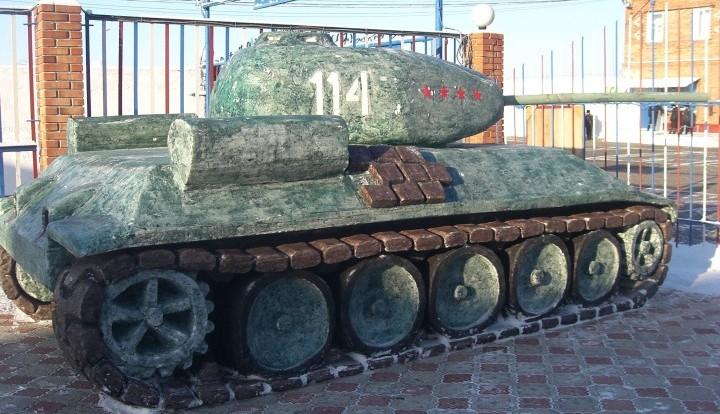 """Омские заключенные построили Т-34 и """"Тополь-М"""" из снега и льда"""
