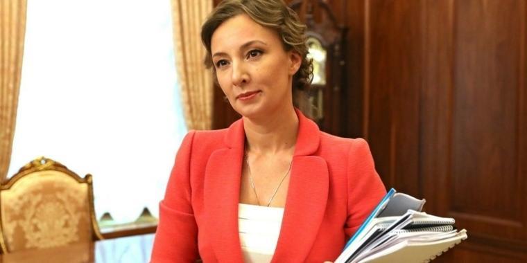Анна Кузнецова предложила закрепить законодательно обязательную регистрацию сирот