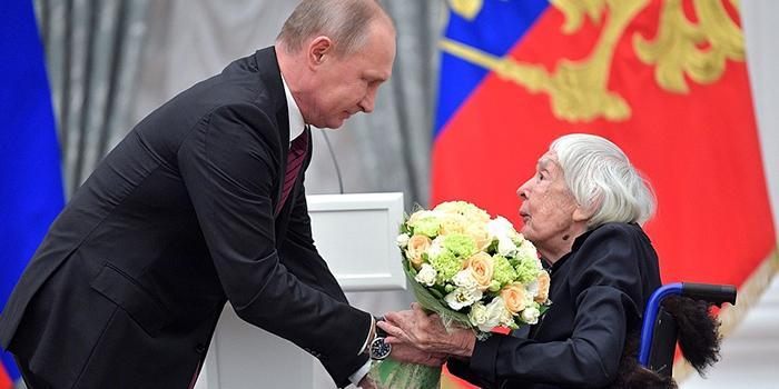 Путин вручил премии правозащитникам и благотворителям