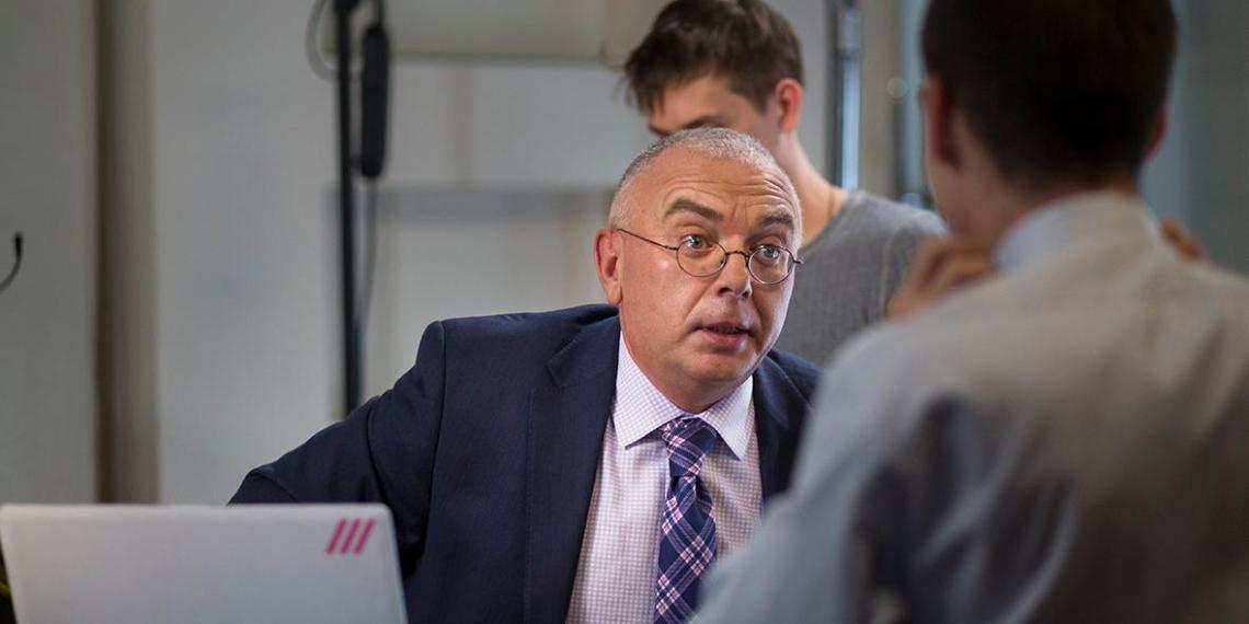 """Молодой журналист обвинил ведущего """"Дождя"""" Лобкова в домогательствах"""