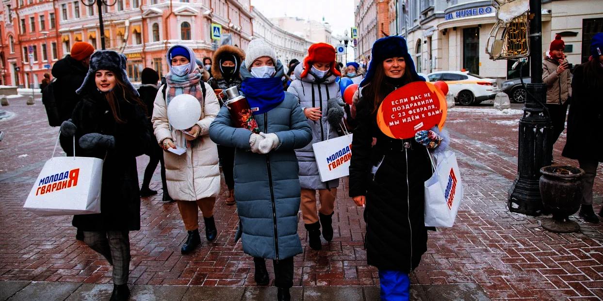 В День защитника Отечества 300 девушек прошли по Москве Горячим женским маршем