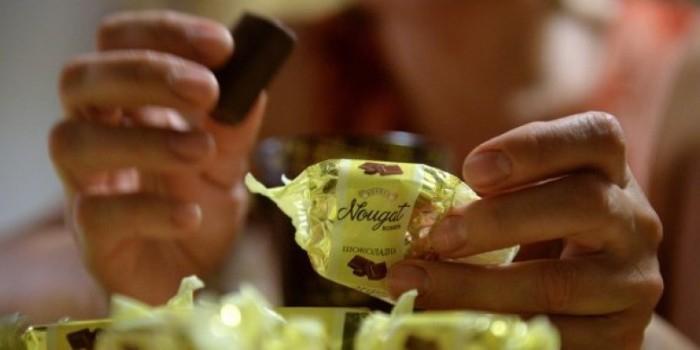 В Томске грабитель угощал жертв конфетами, чтобы они не грустили