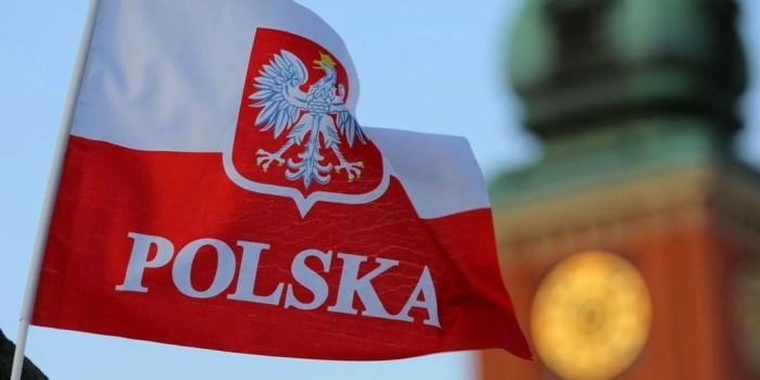 В Варшаве задержали троих немцев растоптавших польский флаг