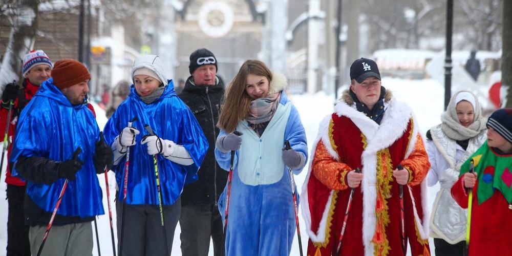 """В парке """"Фили"""" состоялся карнавальный лыжный забег, посвященный Дню всех влюбленных"""