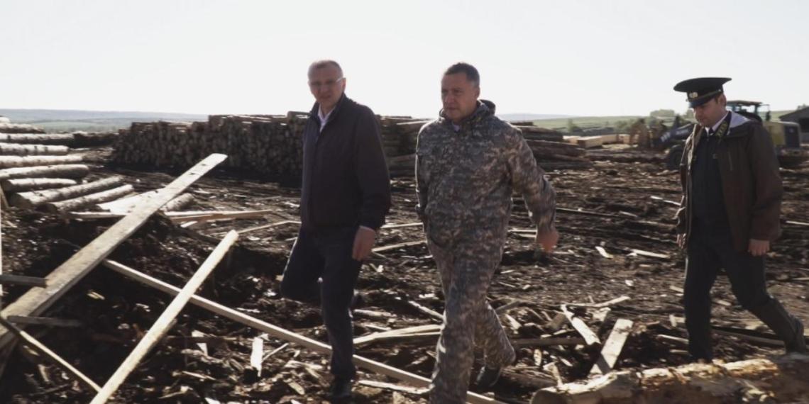 """Все виновные будут наказаны: Кобзев возглавил очередной рейд по задержанию """"черных лесорубов"""" в Иркутской области"""