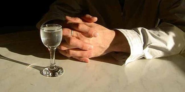 Ученые научились получать спирт из воздуха