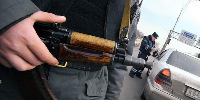 В Екатеринбурге сотрудник ДПС забыл автомат Калашникова в павильоне с шаурмой