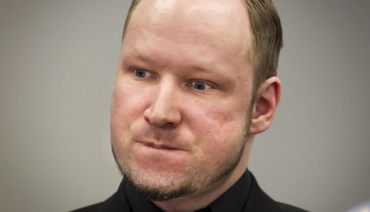 Андерс Брейвик подаёт в суд на Норвегию, потому что хочет общения