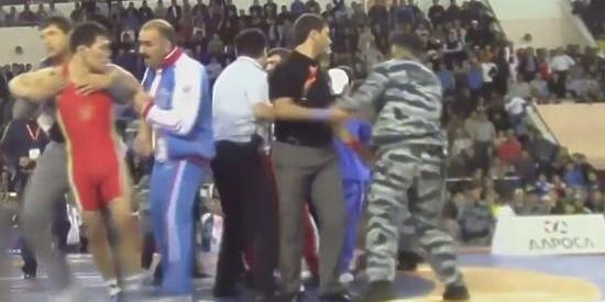 Драку борцов на чемпионате России в Якутии пришлось разнимать ОМОНу