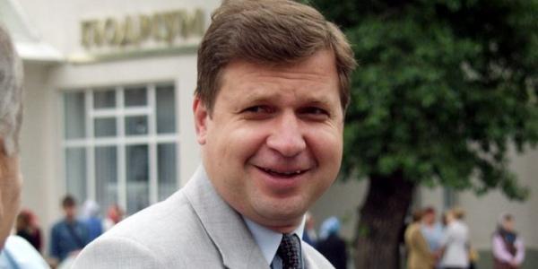 """Депутат отказался сдавать мандат из-за """"забытых"""" в декларации 27 квартир жены"""