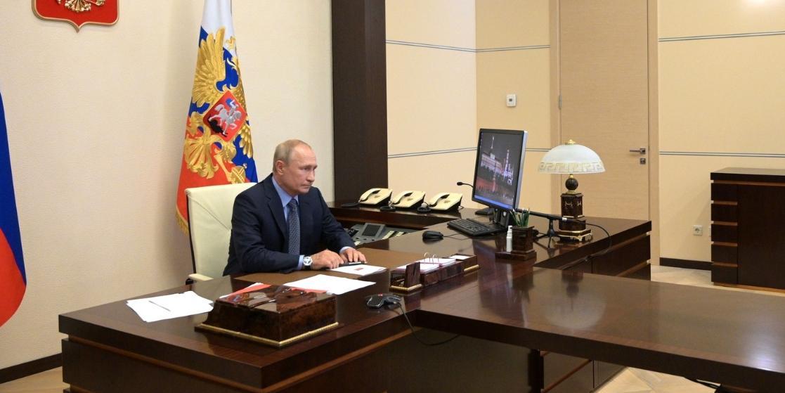 """Путин поддержал решение организаторов перенести шествие """"Бессмертного полка"""" на 2021 год"""