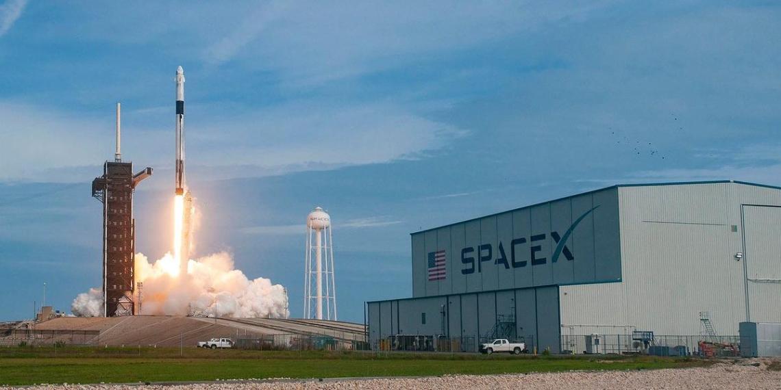 Частные инвестиции в SpaceX превысили объем Федеральной космической программы России