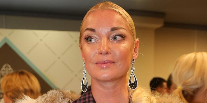 """""""Да вы чмо последнее!"""": Волочкова поскандалила с полицейскими, оштрафовавшими ее за нарушение карантина"""