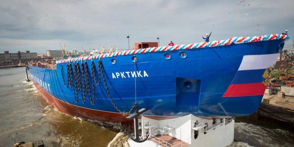 """Самый мощный в мире ледокол """"Арктика"""" могут сдать с неисправным двигателем"""