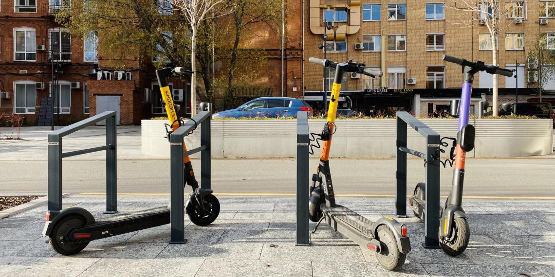 В общественных пространствах Москвы хотят ограничить скорость электросамокатов до 15 км/ч
