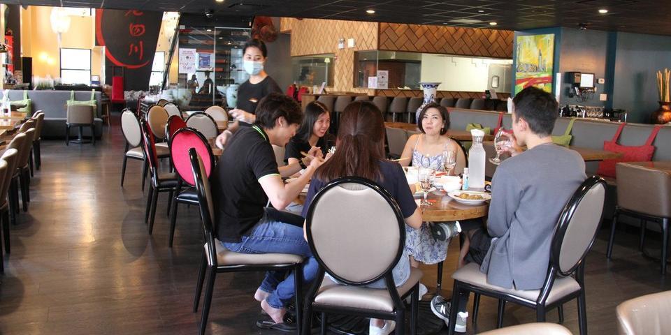 Китайцев будут штрафовать за недоеденные блюда в кафе