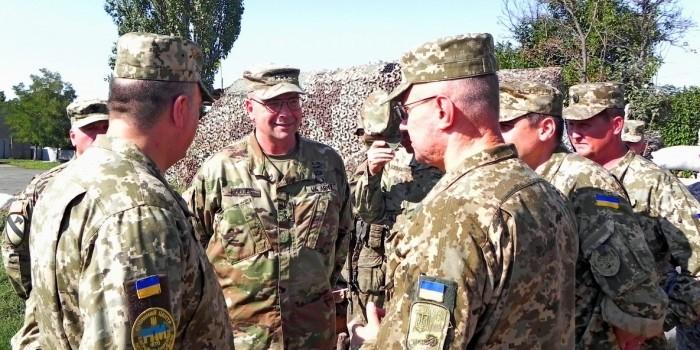"""Командующий войсками США в Европе посетил передовую """"АТО"""" на Донбассе"""