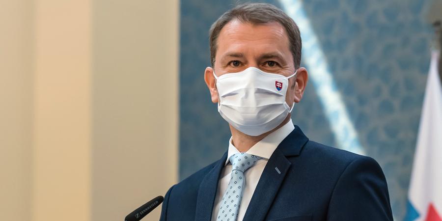 Премьер Словакии призвал бороться с коронавирусом, как с коммунистами