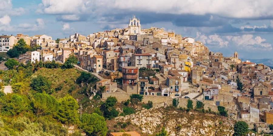 На Сицилии сотню домов выставили на продажу за 1 евро