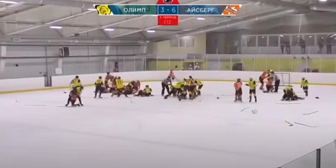 Финал детского хоккейного турнира завершился массовой дракой