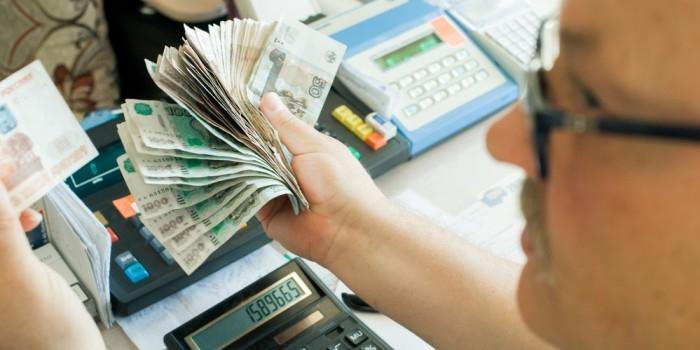 """Август близко: как """"черный"""" месяц повлияет на рубль"""