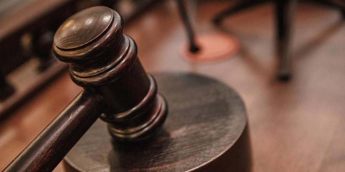 В Якутии суд оштрафовал воспитательницу, заклеившую детям рты скотчем