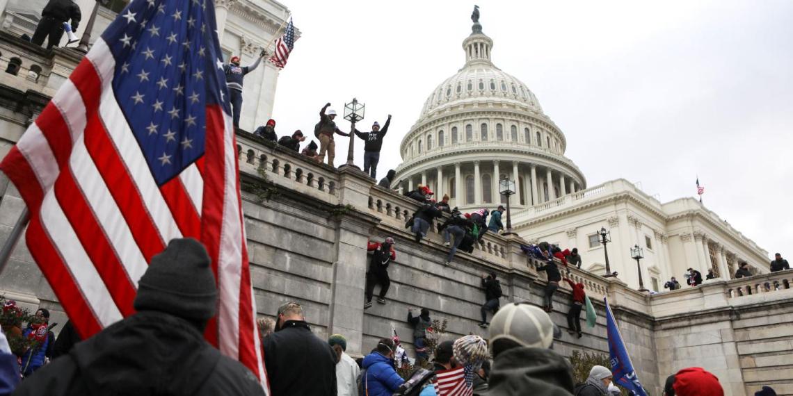 Еще один офицер полиции покончил с собой после штурма Капитолия в США
