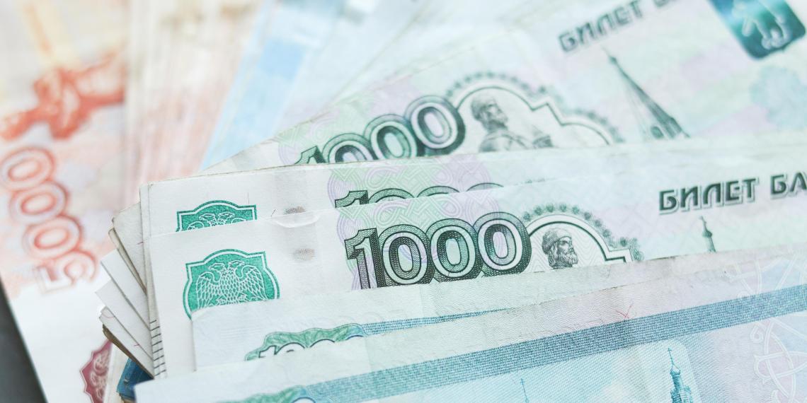 """Около половины россиян соглашаются на зарплату """"в конверте"""""""