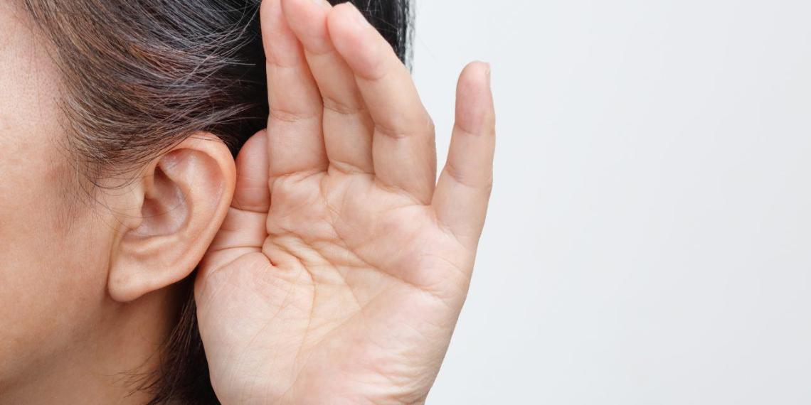 Новый симптом COVID-19 оказался связан со слухом