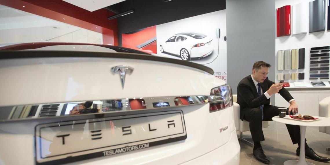 Инвесторы Tesla решили поумерить вложения Маска в биткоины