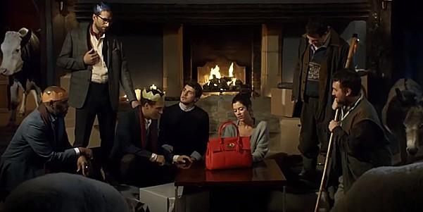 Рождественский ролик Mulberry оскорбил чувства верующих в Британии