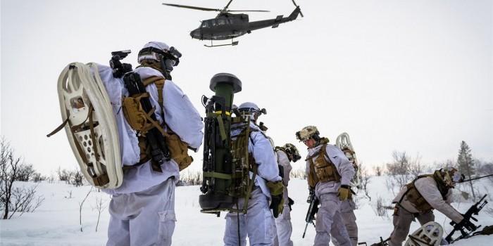 Американские военные замерзли на учениях у границ России