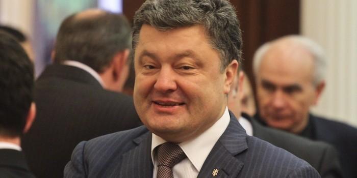 Порошенко: Россия уговаривает Украину покупать её газ