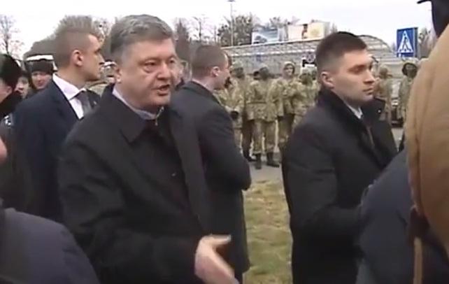 """""""Вас сейчас быстро уберут"""" - Порошенко накричал на уволенных сотрудников аэропорта (Видео)"""