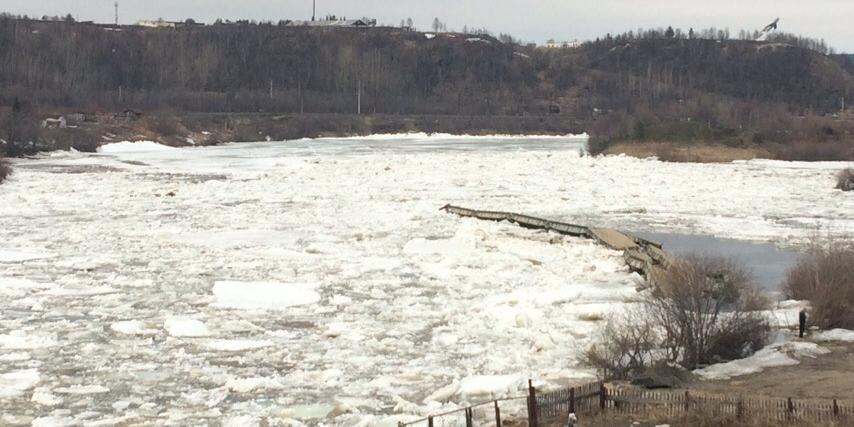 В Мурманской области мост уплыл по реке вместе со льдом