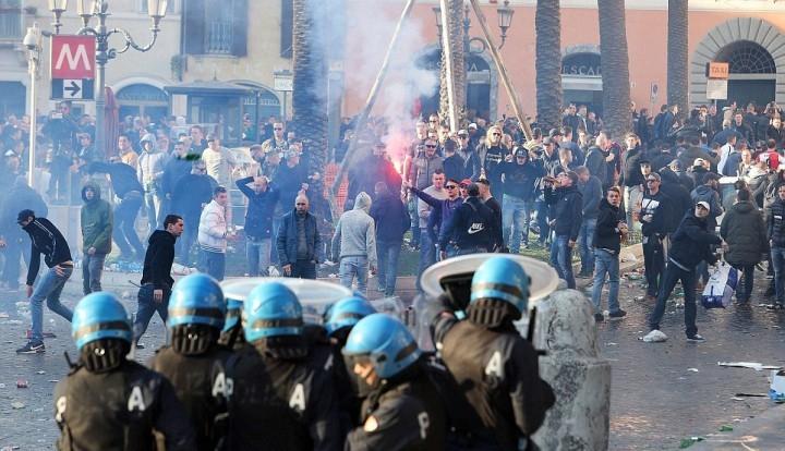 Голландские фанаты разнесли центр Рима (ФОТО)