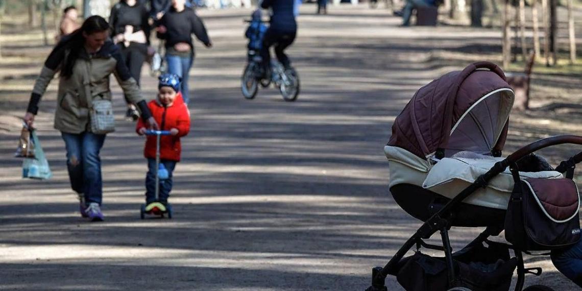 """Путин поручил реализовать инициативы """"Единой России"""" о выплатах беременным и кешбэке за детский отдых"""