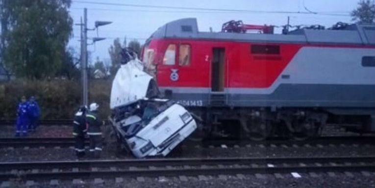 Под Владимиром поезд протаранил пассажирский автобус, 19 человек погибли