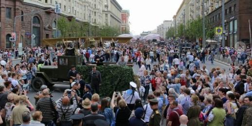 Более 270 тысяч жителей принимают участие в мероприятиях ко Дню России в Москве