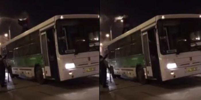 Кемеровский таксист с электрошокером подрался с клиентом на крыше автобуса