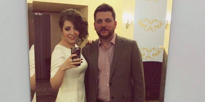 Соратник Навального женился на своей сотруднице, бросив жену с маленькими детьми