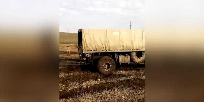 """""""Так мы Донецк не возьмем"""": бойцы ВСУ застряли в ровном поле и записали обращение к Порошенко"""
