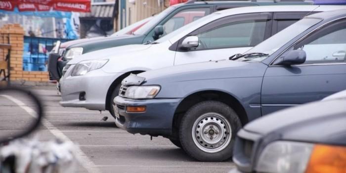 Автодилеры предложили обязать страховщиков ремонтировать машины только на авторизованных СТО