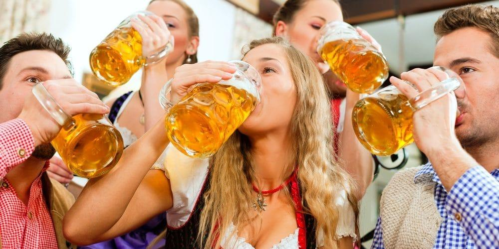 """Американка из-за редкой болезни мочится """"пивом"""", не употребляя алкоголь"""