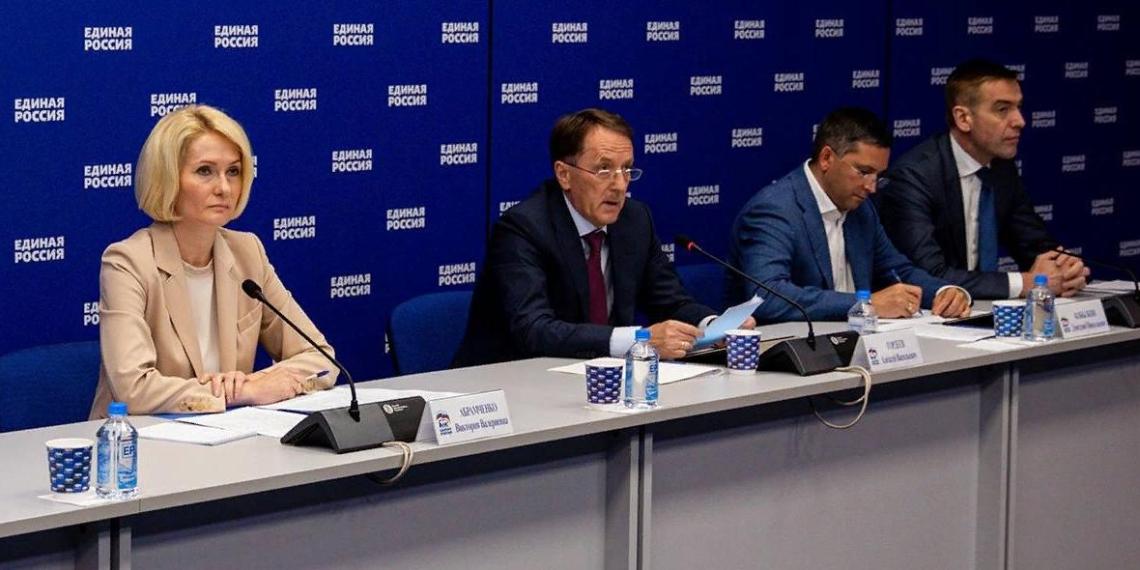 Алексей Гордеев: Торговым сетям рекомендуют договориться с производителями о снижении наценок на социально значимые продукты